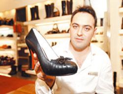 Ayakkabı bulmakta zorlanan ünlüler!.16198