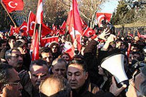 Başörtüsü düşmanlarının provokasyonu önlendi.22340
