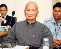 Kızıl Kmer lideri, ilk kez kurbanlarıyla yüzleşti  .9732