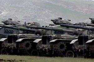 Rus askeri araçları Tiflis'te anayolu kapattı.12230