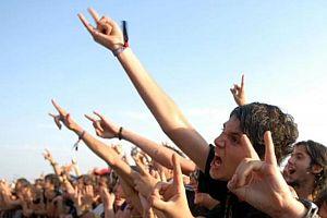 Rock festivalinde istenmeyen görüntüler.12231