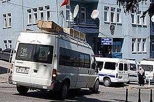 Teröristin cesedi belediye aracıyla taşındı.24889