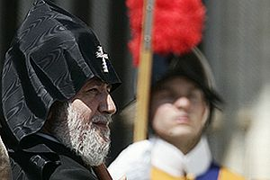 Ermeni Kilisesi liderinden 'soykırıma inanın' çağrısı!.13362