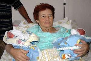 58 yaşında ikiz bebek dünyaya getirdi.13230