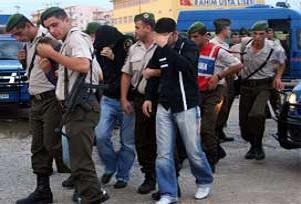 Bodrum'da 2 sempatizan tutuklandı.16042
