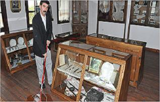 Definecilere müzeyi temizleme cezası.18777