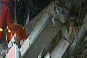 İlkokulun istinat duvarı çöktü.9561