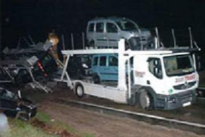 TIR'daki araçlar yola savruldu.11368