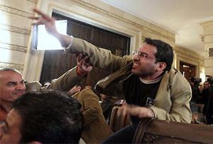 Gazeteci Zeydi sığınma talep etti.13119