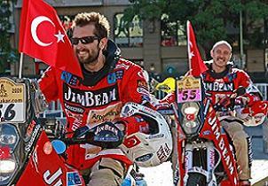 Türk yarışçılar Dakar Rallisi'ni yarıladı.25515
