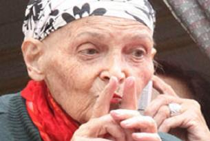 Türkan Saylan'a tedavi fayda etmiyor.12397