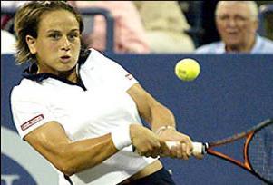 Şenoğlu Wimbledon'da ikinci tura yükseldi.13682