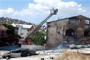 Kamyon alev aldı 2 ev 3 araç yandı.12621