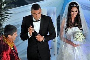 Ünlü futbolcu Burak Yılmaz eşinden boşandı.22527
