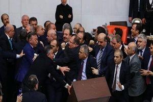 AK Partili Fatih Şahin'in burnu kırıldı!.19753