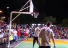 NBA y�ld�z�na sahay� dar eden �ocuk