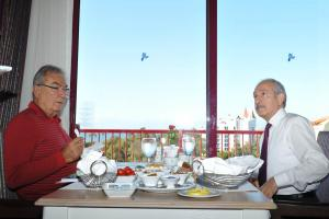 Kılıçdaroğlu, Baykal ile kahvaltı yaptı.11020