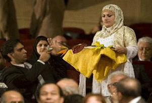 İran'da dans ederek Kuran taşıma krizi.12471