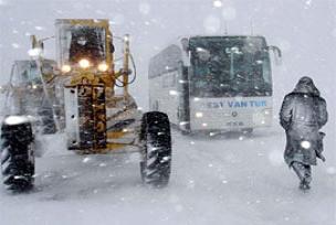 Yakıt dondu, yolcular yolda kaldı.11910