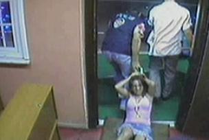 Müzikhol basan sahte polis yakalandı.9670