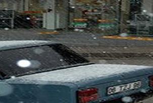 Ankara'ya öğle saatlerinde dolu yağdı.33239