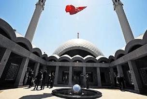 Sinan'ın izinde bir kadın ve camisi!.12819