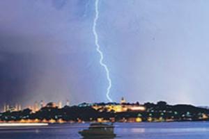 İstanbul'u şimşekler aydınlattı!