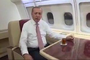 Tayyip Erdoğan ilk sahurunu uçakta yaptı.14354